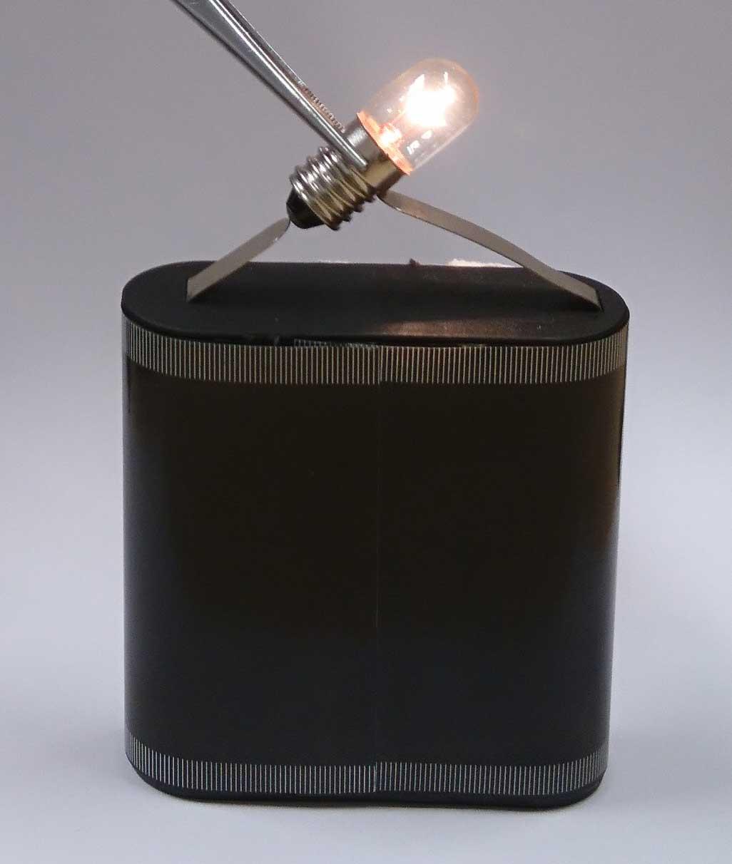Stromkreis mit Batterie und Lampe