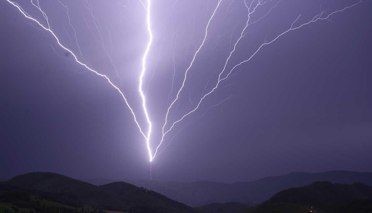 Bündelung mehrerer Blitze in einem Turm