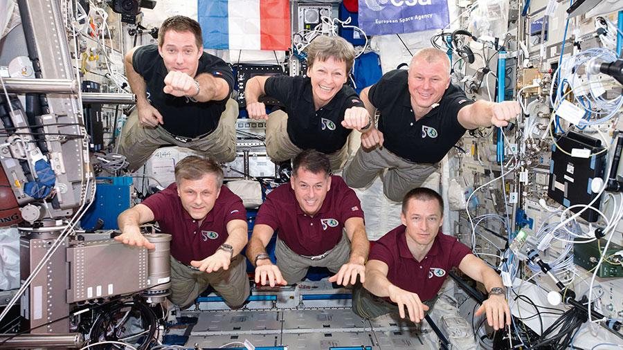 Schwerelose Astronauten in der ISS