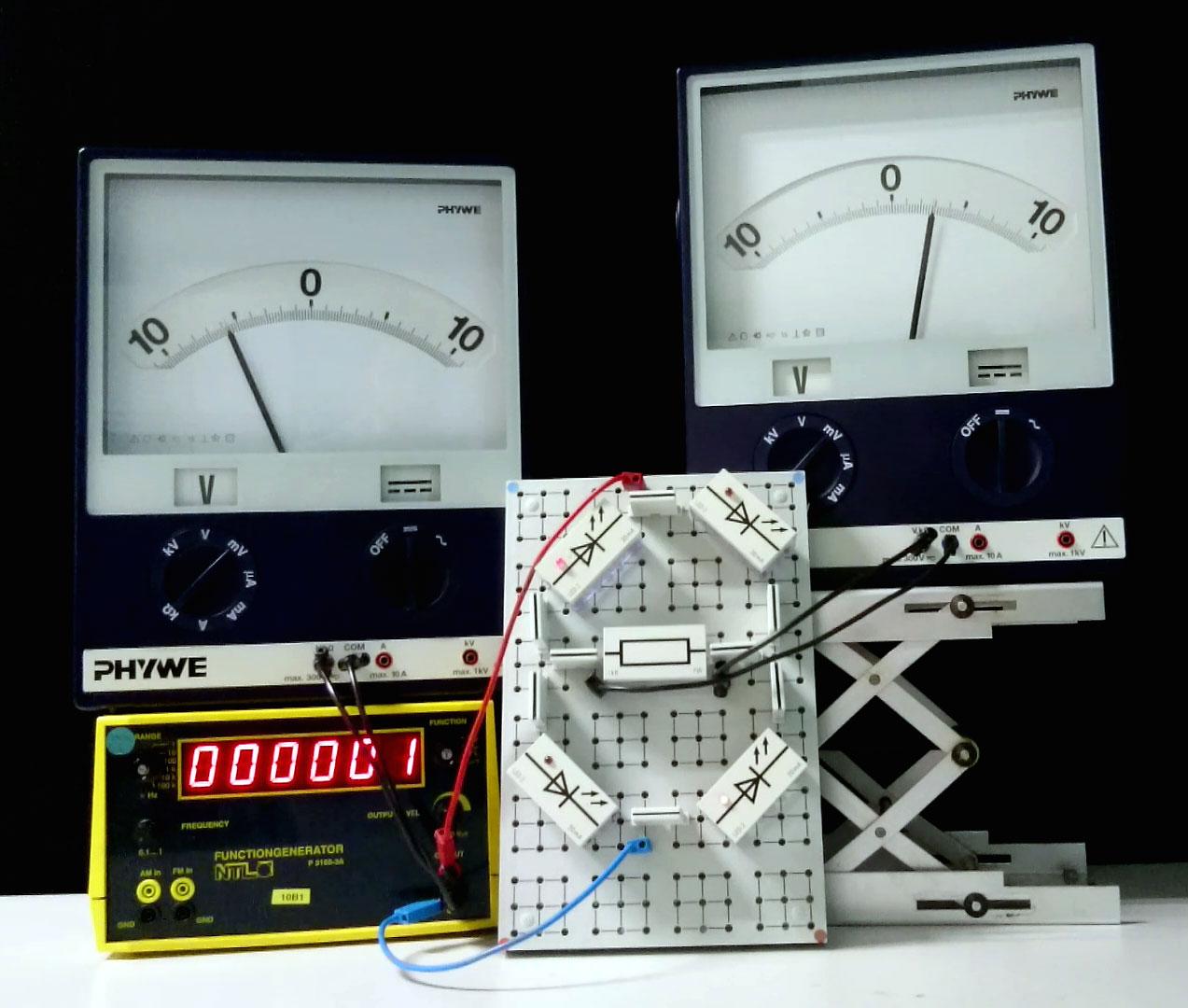 Aufbau zur Demo eines Brückengleichrichters bei Niederfrequenz