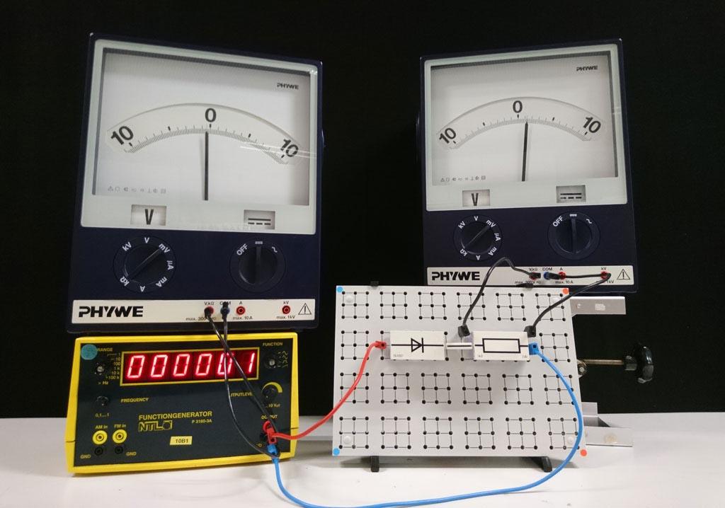 Versuchsaufbau zur Einweggleichrichtung eines Wechselstroms mittels Diode