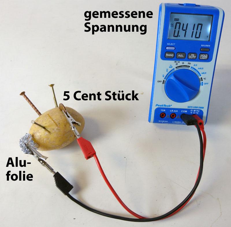 Kartoffelbatterie mit Kupfer und Alu-Elektroden