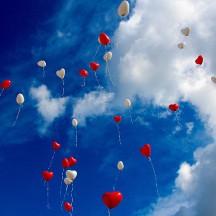 https://pixabay.com/de/luftballon-herzen-liebe-romantik-1046658/